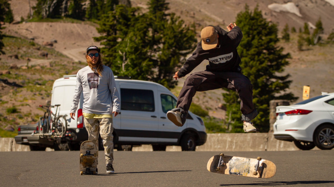 Jasper Fast skateboarding